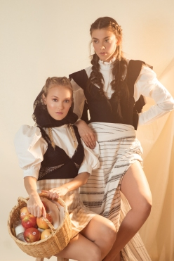 AMISH EDITORIAL123 ©VQ-Editar